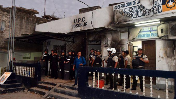 Ecuador: turba linchó a tres personas que confundieron con secuestradores de niños