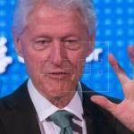 Expresidente Clinton abordará en enero en P.Rico recuperación tras huracanes