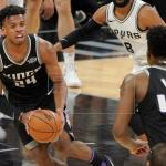 110-129. Fox, con un doble-doble, mantiene ganadores a los Kings