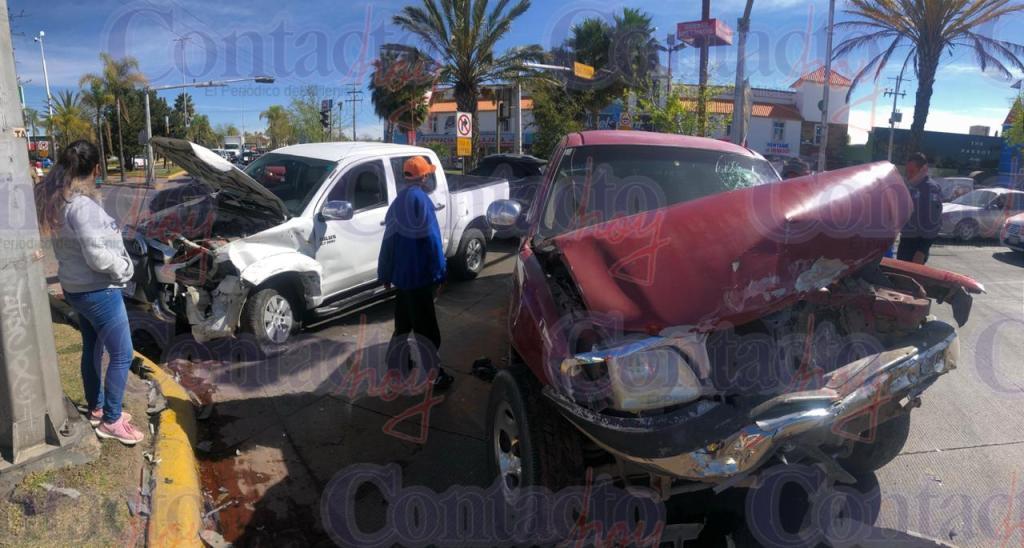 AMBOS vehículos quedan destruidos.