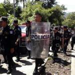 Juez de El Salvador ordena detención de 4 policías por extorsión