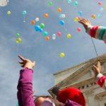 Lanzar cartas en globo a los Reyes Magos, tradición que permanece