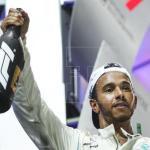 Hamilton encabeza otro 'doblete' de Mercedes en Baréin y Bottas sigue líder