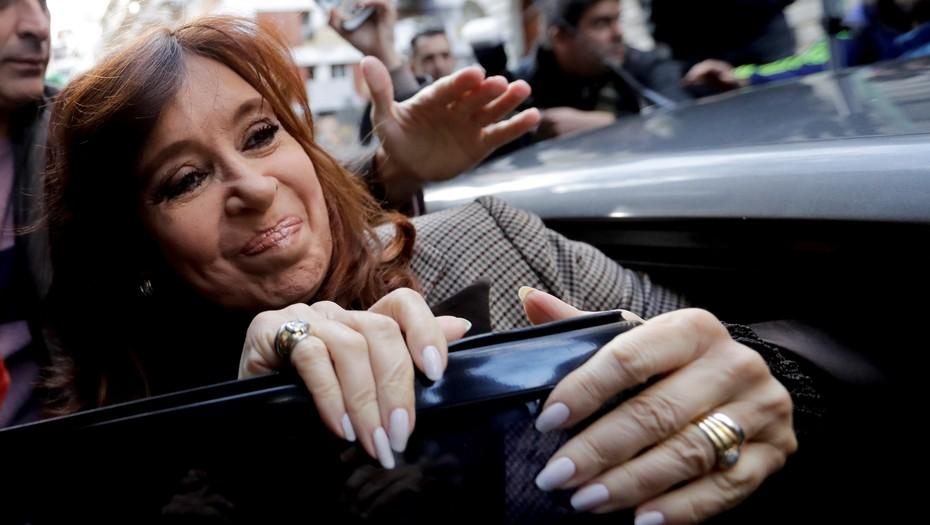 Sospechas de corrupción  Cristina llegó a tribunales para declarar ante Bonadio por los cuadernos