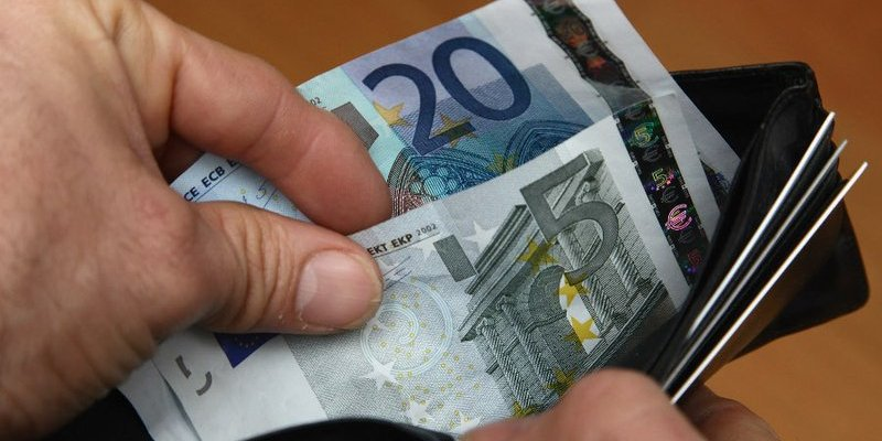 7 pequenos sacrifícios que farão você poupar ainda mais dinheiro