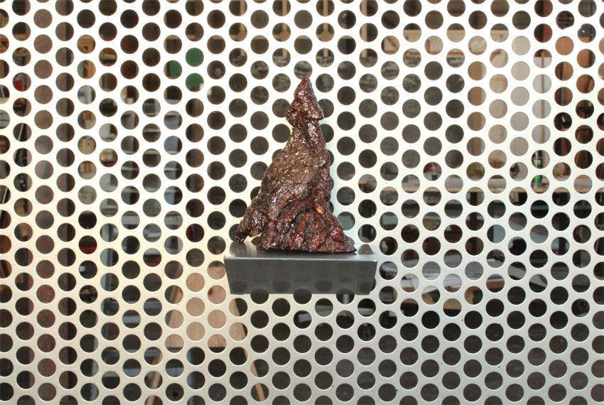 salvatore-arancio-ziwzhi-ziwzih-oo-oo-oo-2012-glazed-ceramic-resin-pigment-17-x-14-x-10-cm