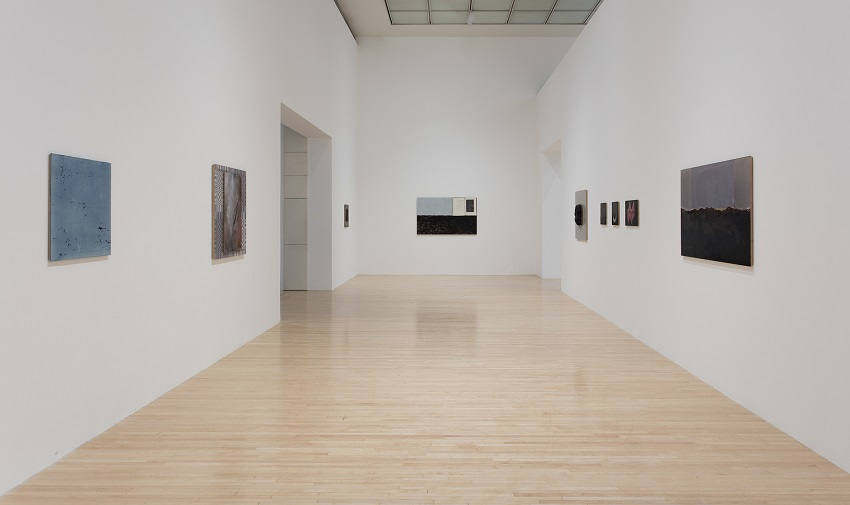 R.H. Quaytman, Morning: Chapter 30 at MOCA Grand Avenue (installation view) (2016). Image courtesy of the artist and The Museum of Contemporary Art, Los Angeles. Photo: Brian Forrest.