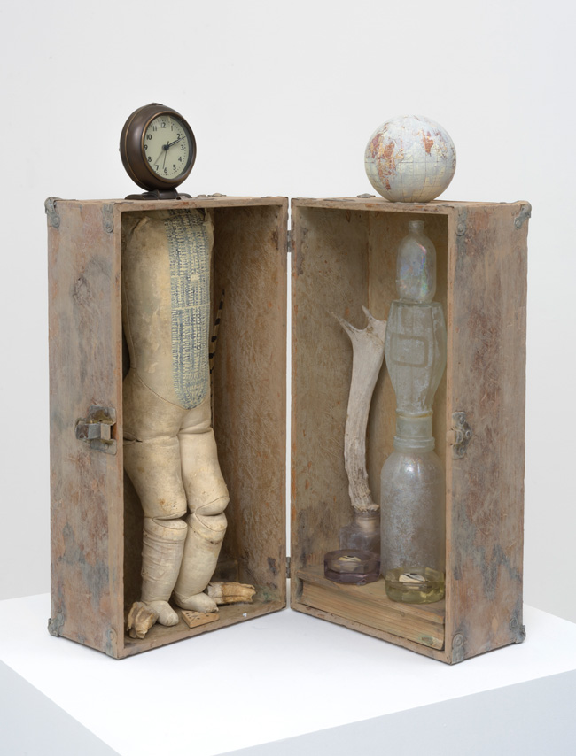 Searching for a Vision of Truth (2016). Mixed media assemblage, 23 x 10 x 9.5 inches. Image courtesy of the artist and Roberts & Tilton, Culver City, CA.