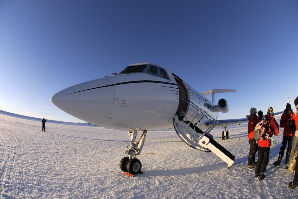 Private jet to the best Antarctica tour