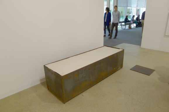 Mirosław Bałka, 41 x 31 x 1, 190 x 60 x 54, 1992 Steel, earth, electric blanket, felt, dimensions same as title in centimetres Artwork at Galerie Nordenhake, Halle 2.1 P13, photo Andrzej Szczepaniak for Contemporary Lynx