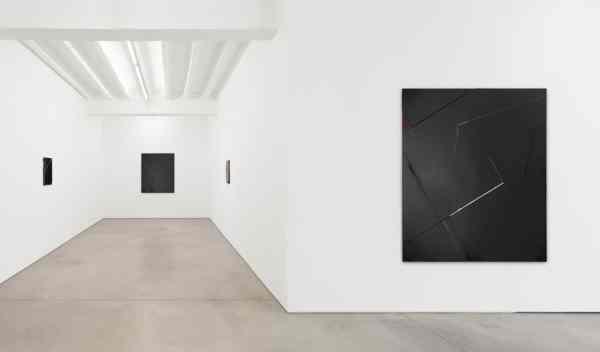 Jochen Hempel Gallery, works of Natalia Załuska, exhibition view, courtesy of the gallery