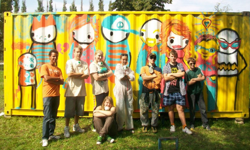 Stik (in peaked cap) poses with the young artists in front of the Children's Community Mural in Gdansk
