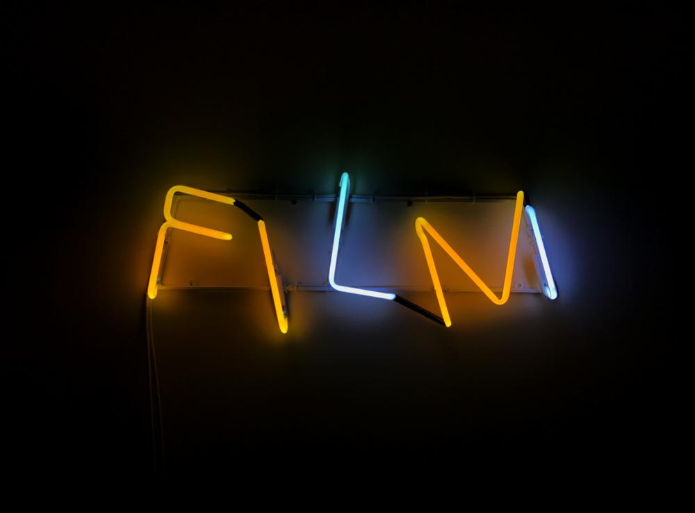 Fin Film, neon.