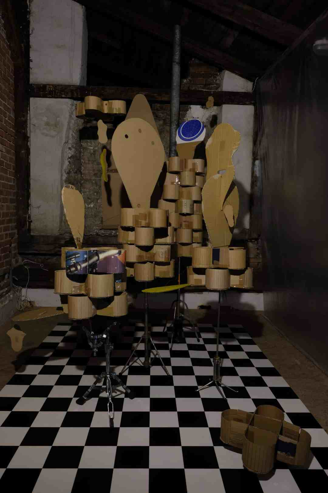 """Bez tytułu, wymiary zmienne, technika własna, 2018 ( widok wystawy """"Night Shift"""" w Elementarz dla Mieszkańców Miast, Kraków, 2018 )"""