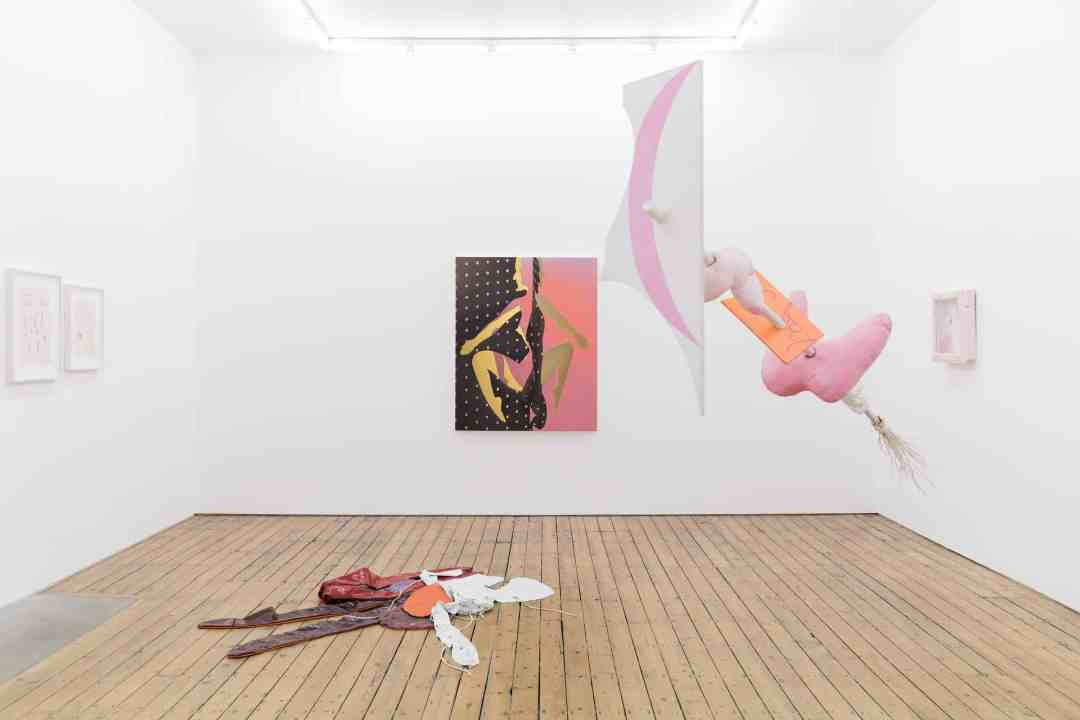 'Shapeshifters' in The Approach (London), presenting works by Maria Pinińska-Bereś, Sascha Brauning and Sandra Mujinga. Installation images courtesy The Approach, London. Photography Jędrzej Nyka.