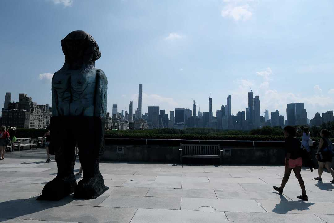 King Storm Art Center, photo: Natalia ZałuskaView to Manhattan from the MET roof garden + sculpture by Huma Bhabha, photo: Natalia Załuska