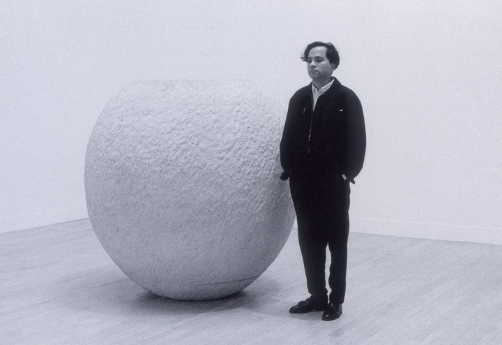 Anish Kapoor with his 1992 Turner Prize installation © Tate Photography, Marcus Leith