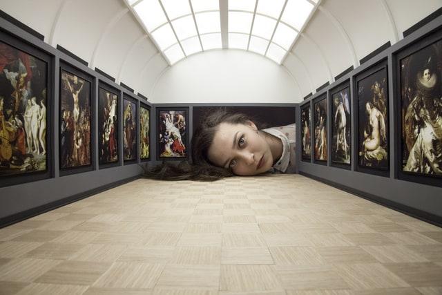 Tezi Gabunia - Put Your Head Into Gallery, 2015, Popiashvili Gvaberidze Window Project, Tbiilisi