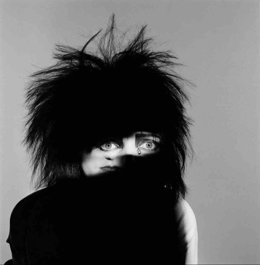 Brian Griffin, Siouxsie, 1984, cm 50x41, vintage gelatin silver print, unique piece, Courtesy Collezione Ettore Molinario, ©Brian Griffin