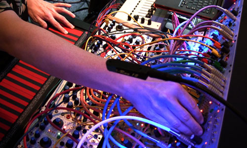 richard-lainhart-cheats-on-his-moog-image