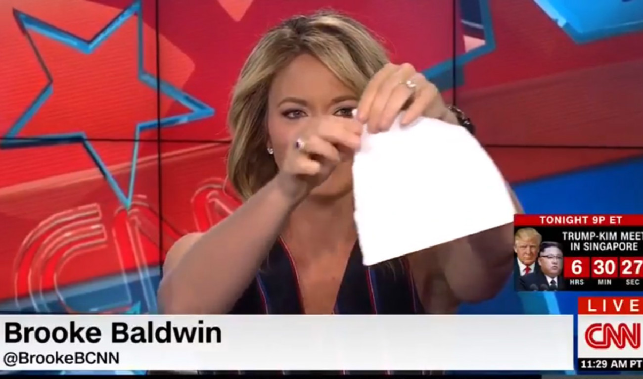 Watch CNN's Brooke Baldwin Rip Up Paper To Mimic Trump's Treatment Of White House Documents
