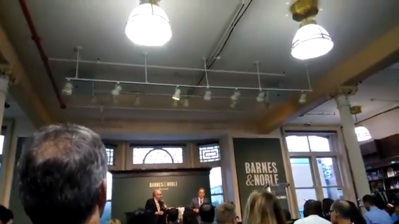 Sean Spicer Gets Brutally Heckled During Book Signing: 'You're A Garbage Person!'