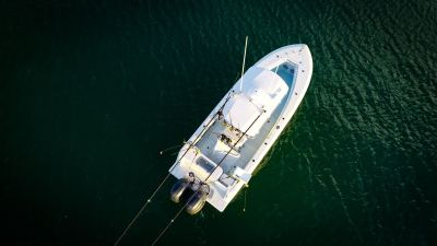Contender 25T - overhead view w/ outriggers