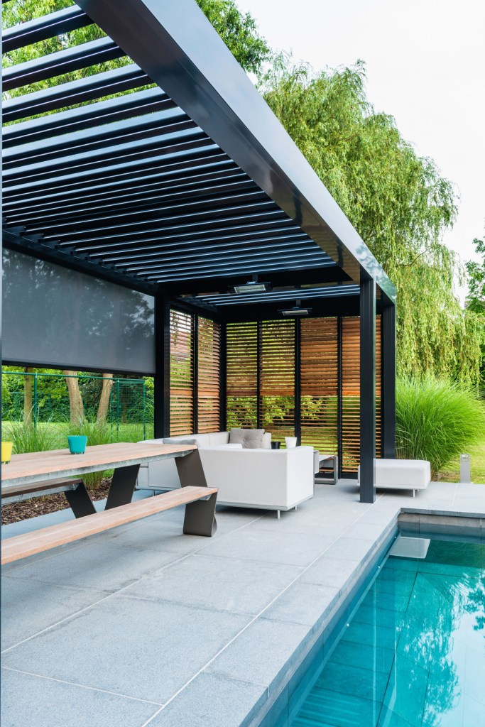 pergola-outdoor-living-terrasse-veranda-sun-screen-markise-weiss-ral 7016