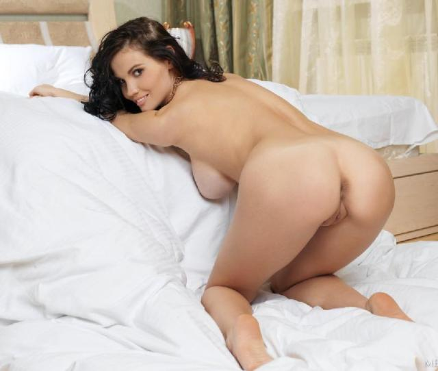 Naked Brunette With Wonderful Smile Stacie A 11