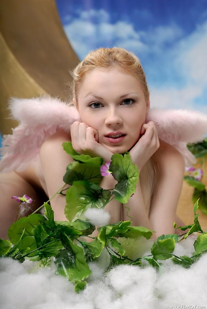 Gorgeous young angel - Edia - 2