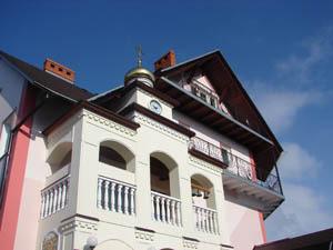 Часовня отеля - вид с внутреннего двора