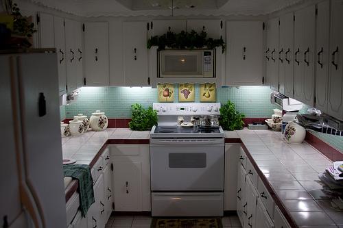 inexpensive diy under cabinet lighting
