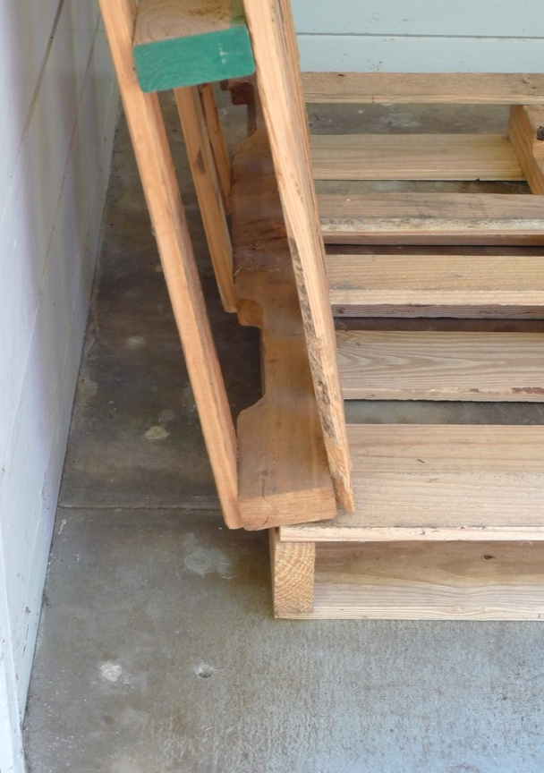 simple pallet bike rack 4 steps with