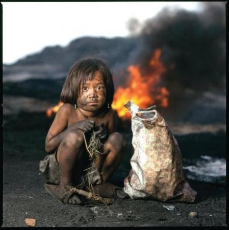 Photo gallery – the charcoal children of Manila