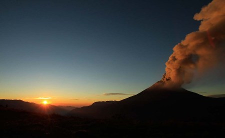 Photos of the Tungurahua volcano eruption in Ecuador