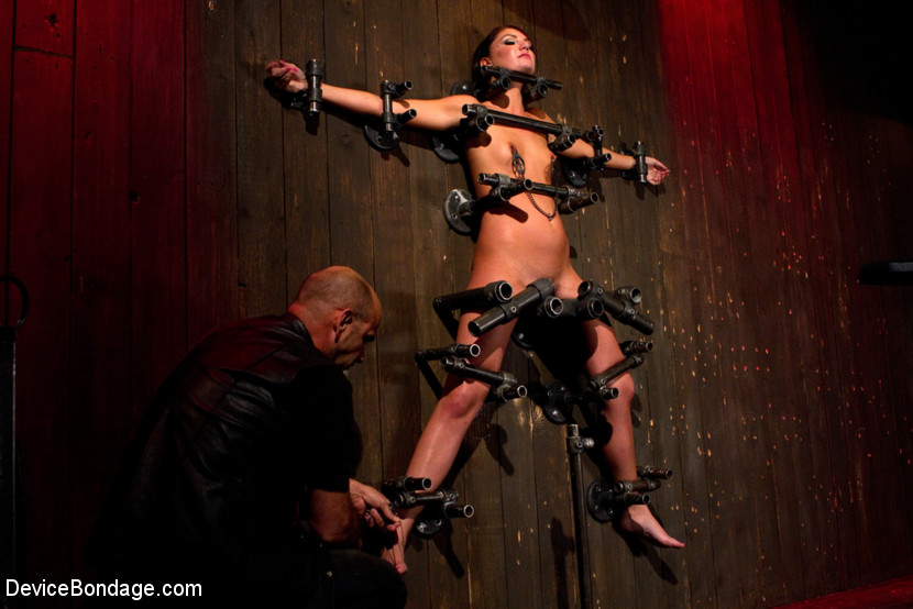 Young slut feels the wrath of inescapable devices while enduring extreme torture - the wall