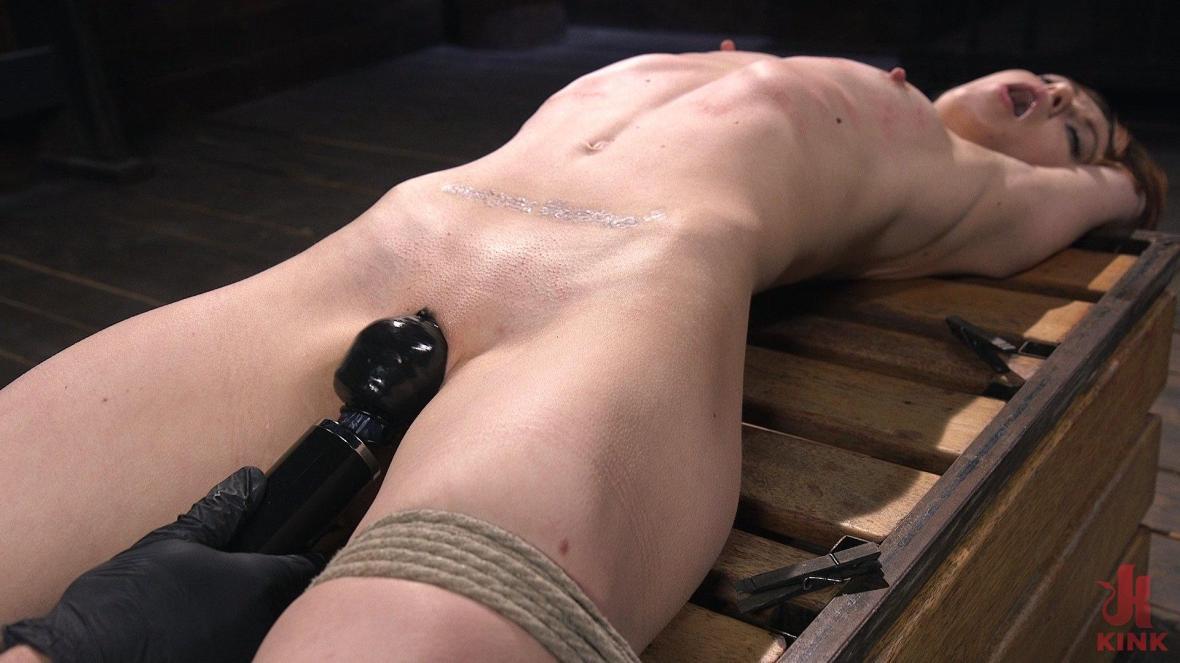 红头的绳子贱人变得残酷,并且变得昏昏欲睡 - 体罚