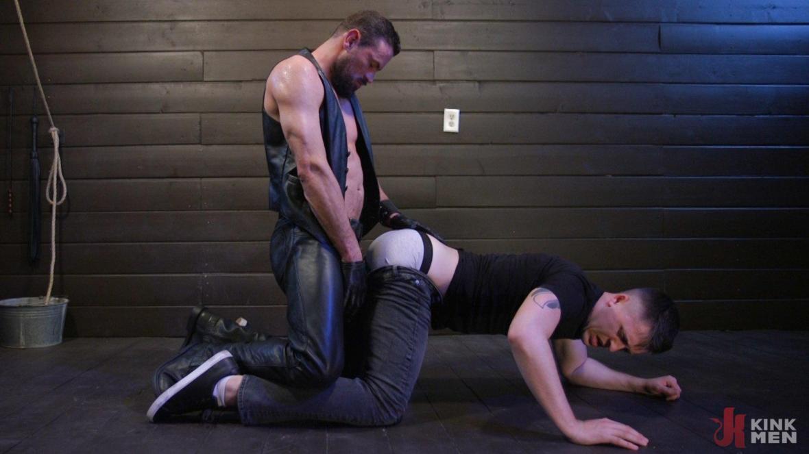Tyler Rush Cowers Before Max Ferro - KinkMen