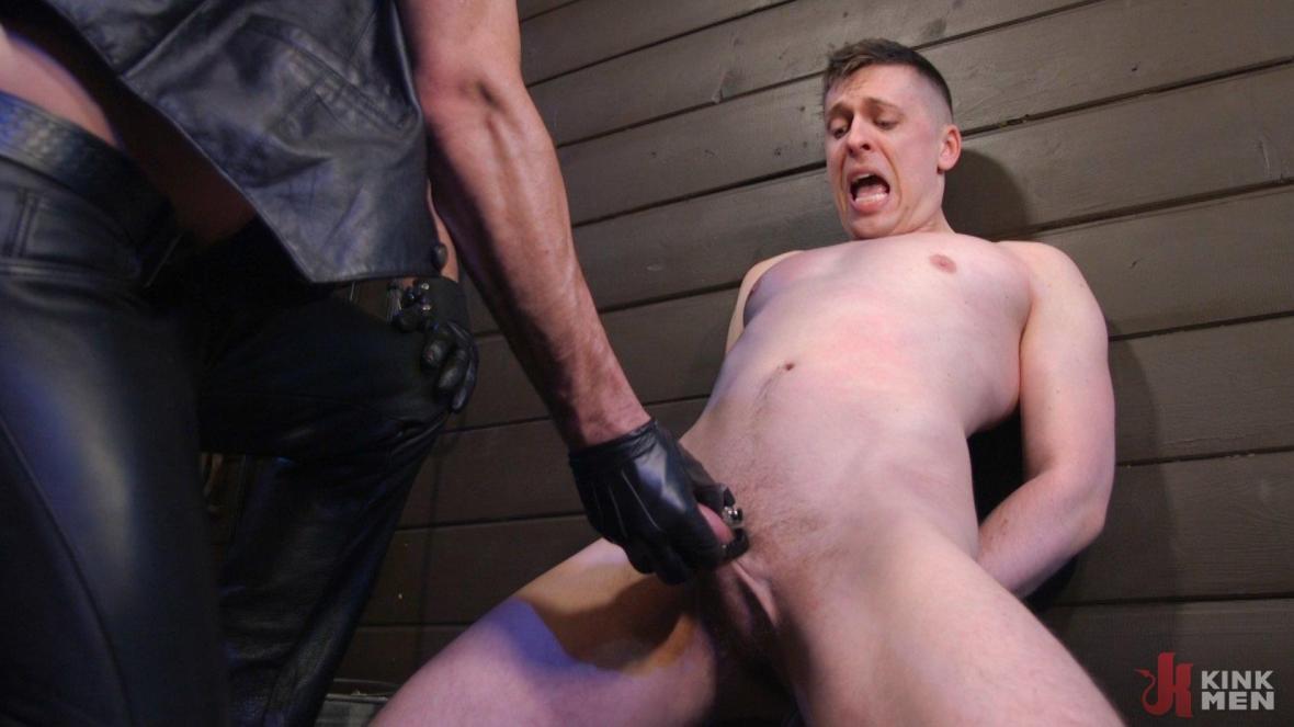 Tyler Rush Cowers Before Max Ferro - anal