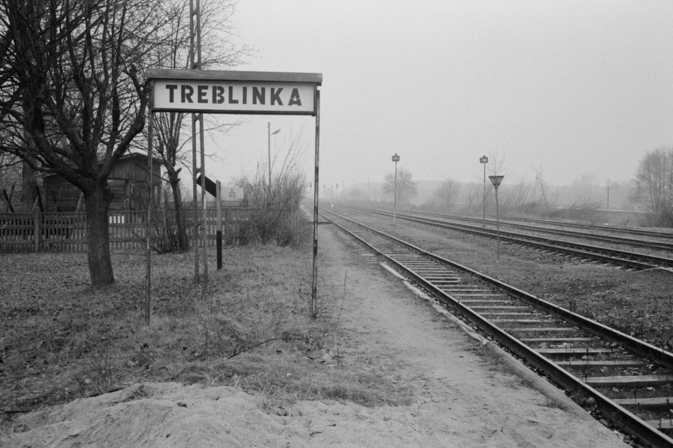 https://i2.wp.com/content.kvue.com/photo/2016/02/20/1988-Poland-The-discontinued-railroad-stop-at-the-village-of-Treblinka-once-saw-the-deportation-transports-pass-through-on-their-way-to-1247990_1456030983277_343179_ver1.0.jpg