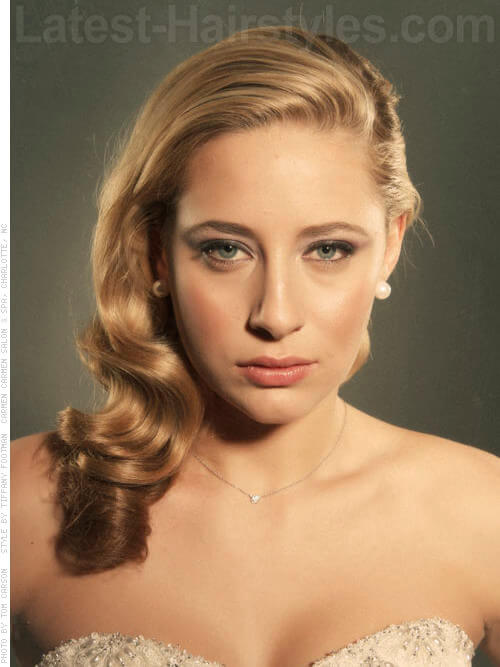 Retro Glamour Blonde Style with Waves Party Look