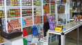 غلق محلات تجارية تبيع موادا بأسعار غير قانونية