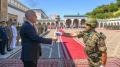 رئيس الجمهورية يتسلّم مشعل الذكرى 64 لانبعاث الجيش