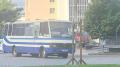 أوكرانيا: مسلّح يحتجز 20 رهينة في حافلة