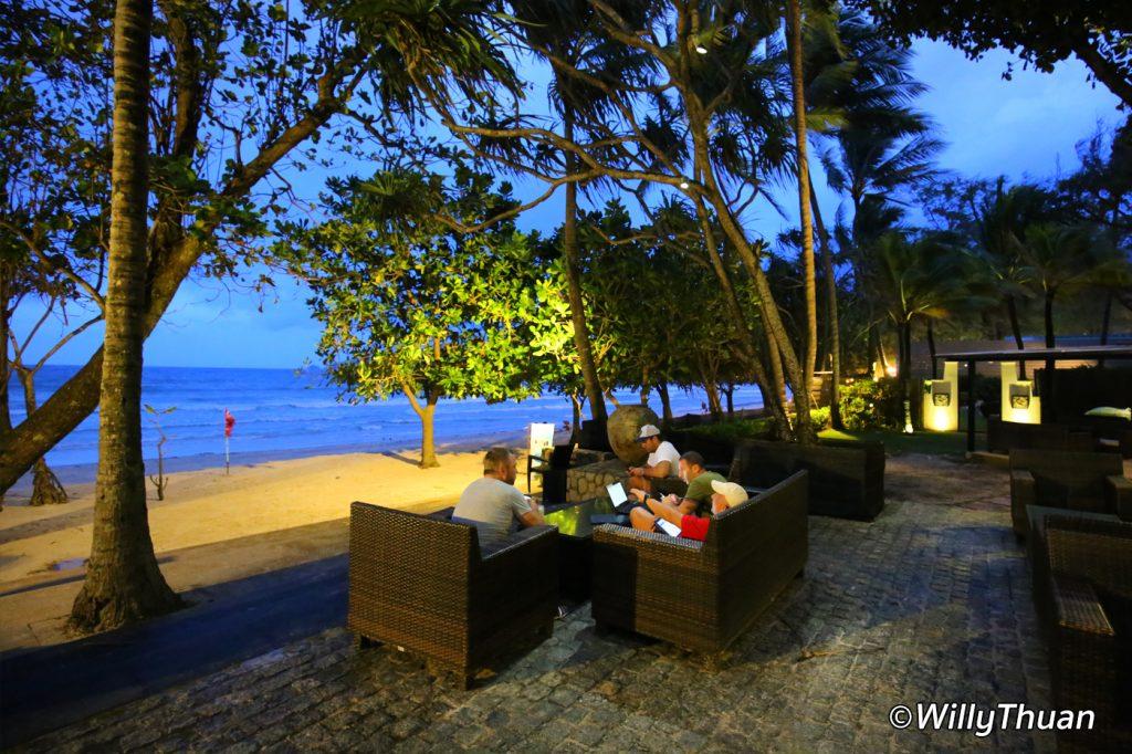 impiana-phuket-beach-bar
