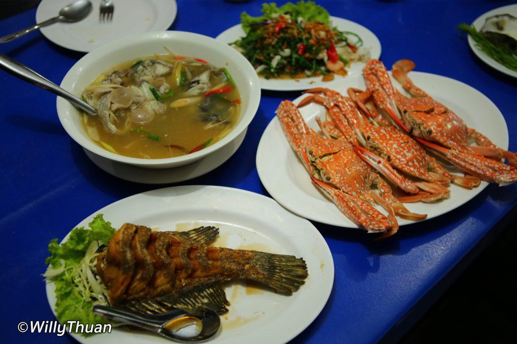 phuket-floating-restaurant