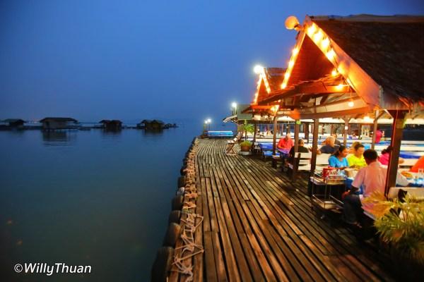 Phuket Floating Restaurant – Kruvit Seafood Raft – Kru Suwit