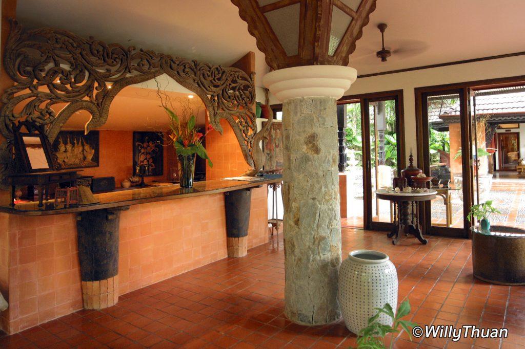 Mom tri 39 s villa royale in phuket phuket 101 for Villa royale