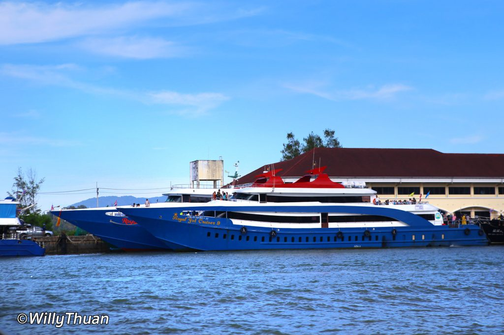 Ferries to Phi Phi Island