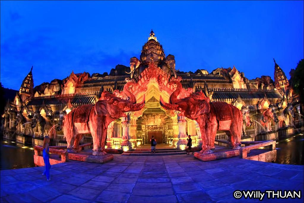 Entrance to the Fantasea Phuket Show